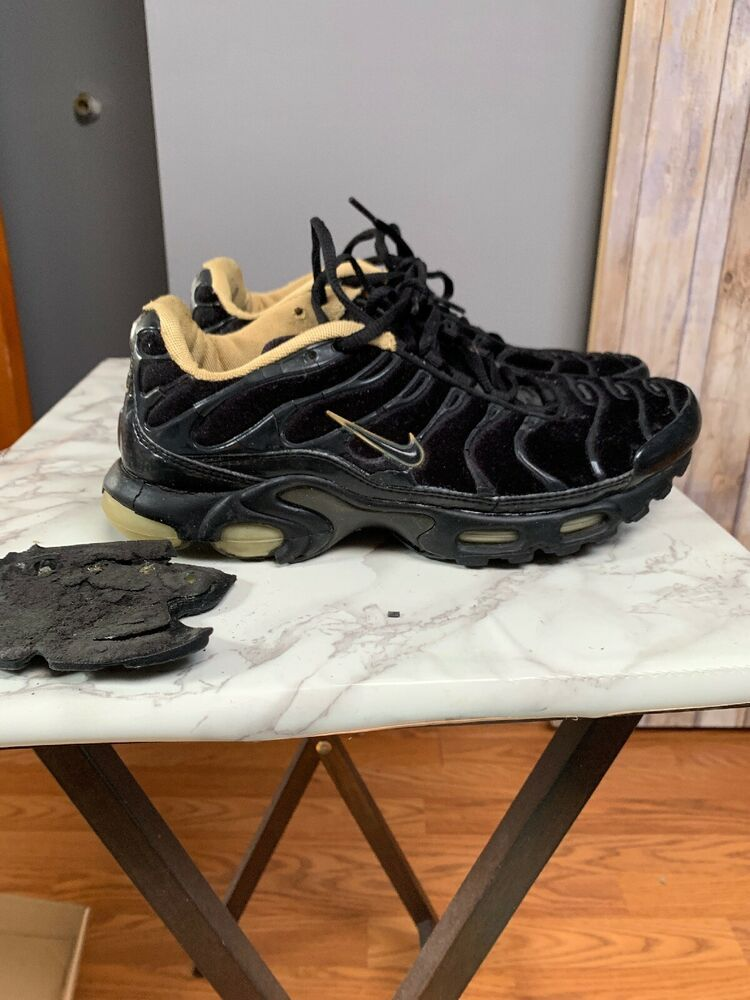 d38528143ed9d nike air max tn plus black and gold 7.5 2005 release - Nike Airs ...
