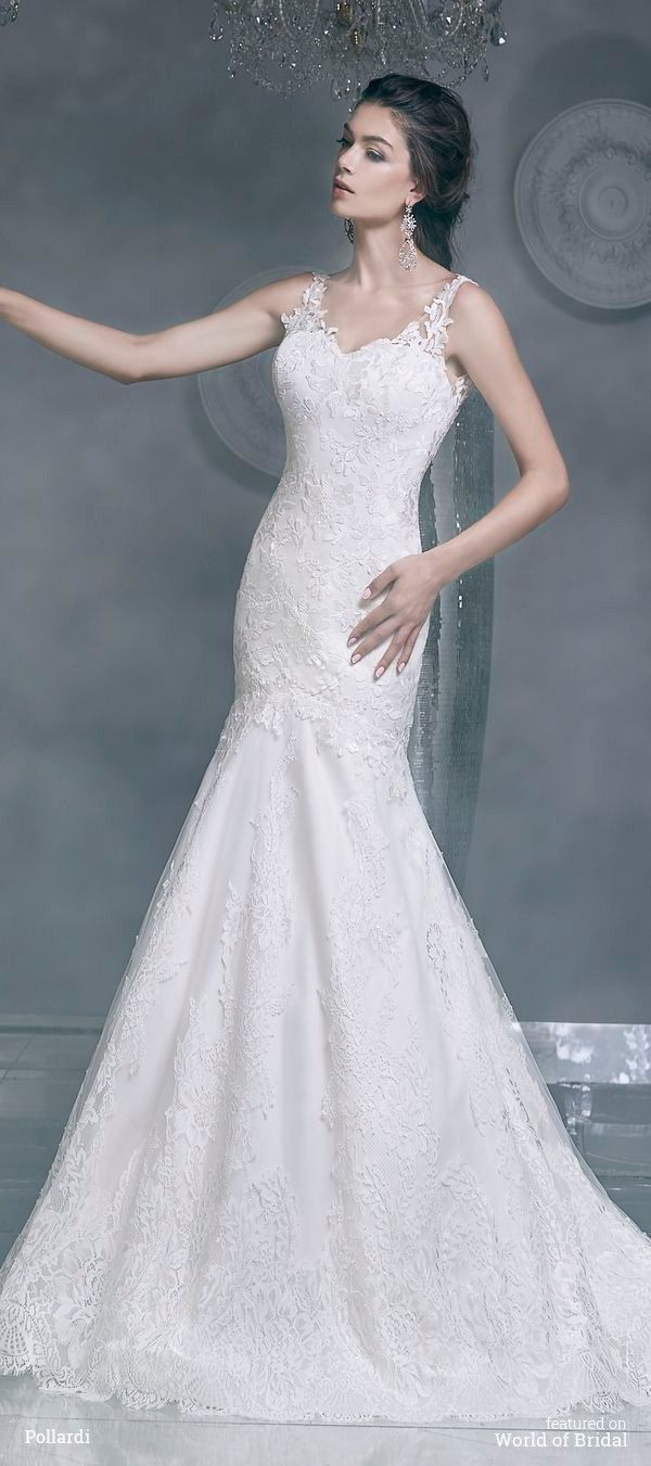 This Mermaid Silhouette Wedding Dress Emphasizes Ly Curves Of The Body Corset Is Covered With