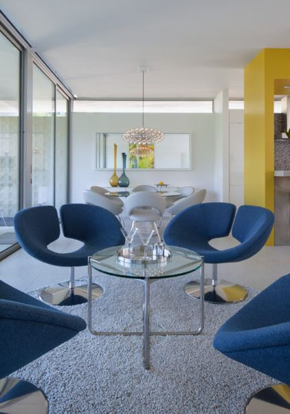 Midcentury living room houzz tour primary colors in palm - Palm springs interior design style ...