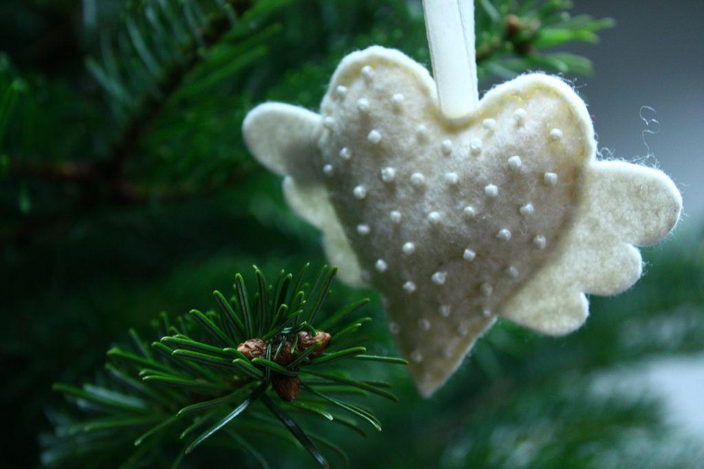 I could make this...   Christmas ornaments, Martha stewart ...