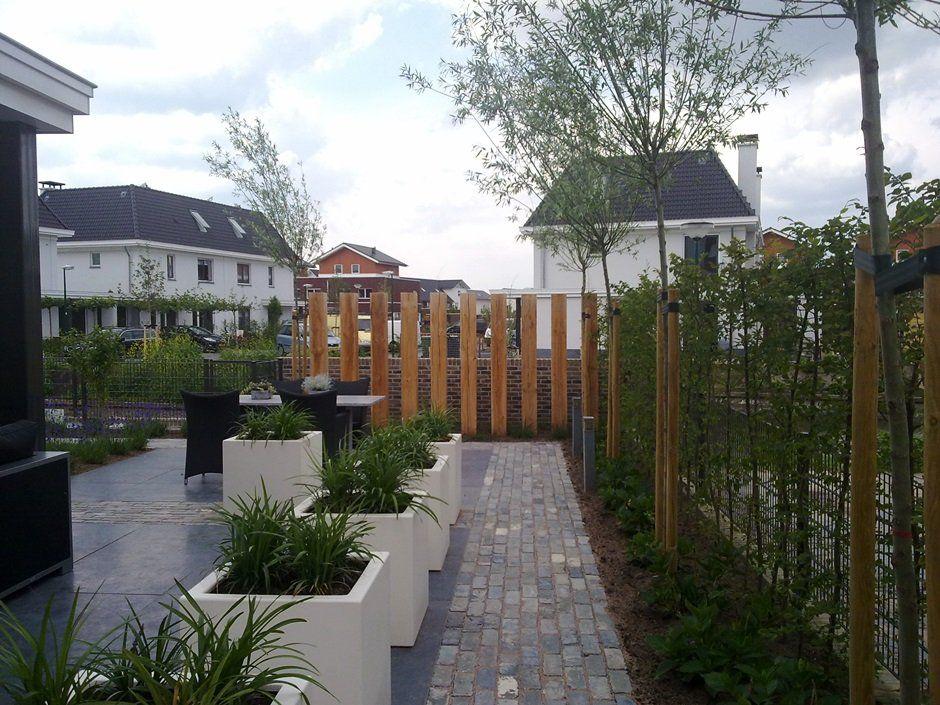 moderne duurzame tuin witte strakke bakken beplanting jaarsveld tuinen   Opritten   Pinterest