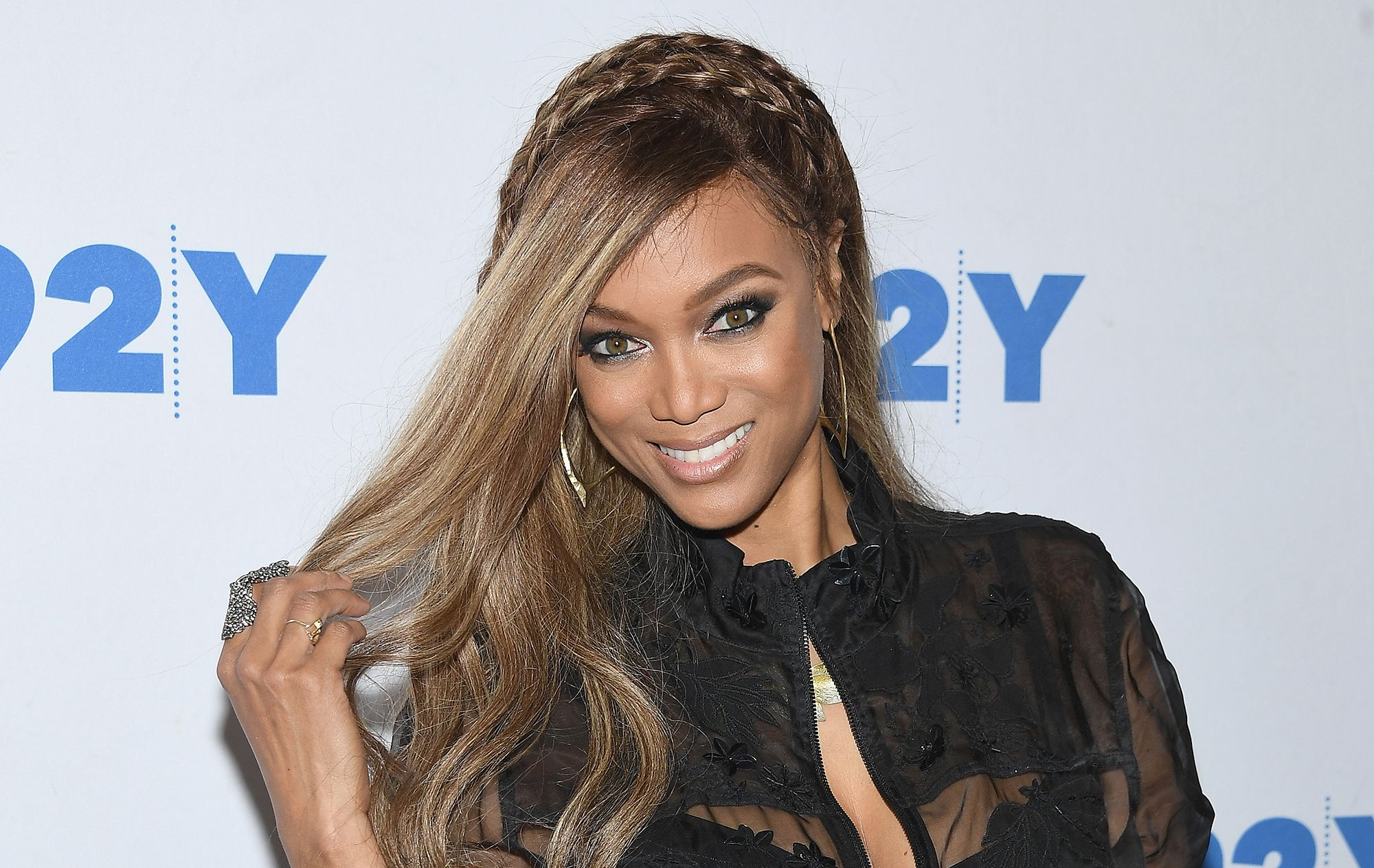 Pin By Celeb Life On Celebrity Tyra Banks Celebrities Tyra