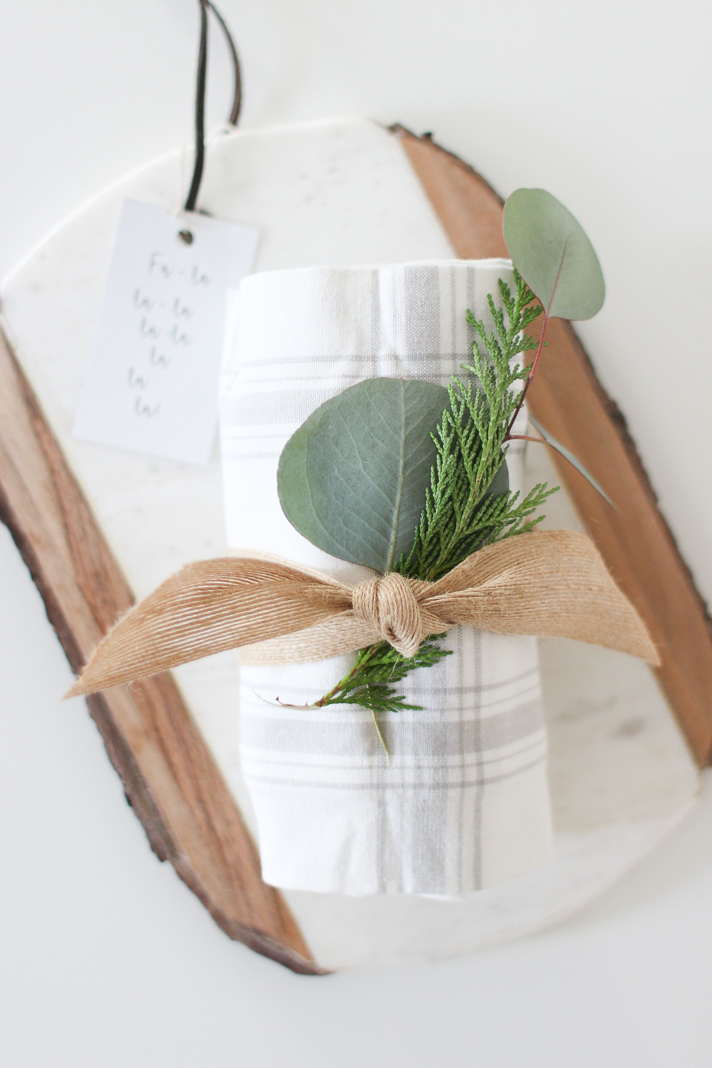 Simple Gift Ideas: How to put together a last minute gift you're friends will love! | Christmas ...
