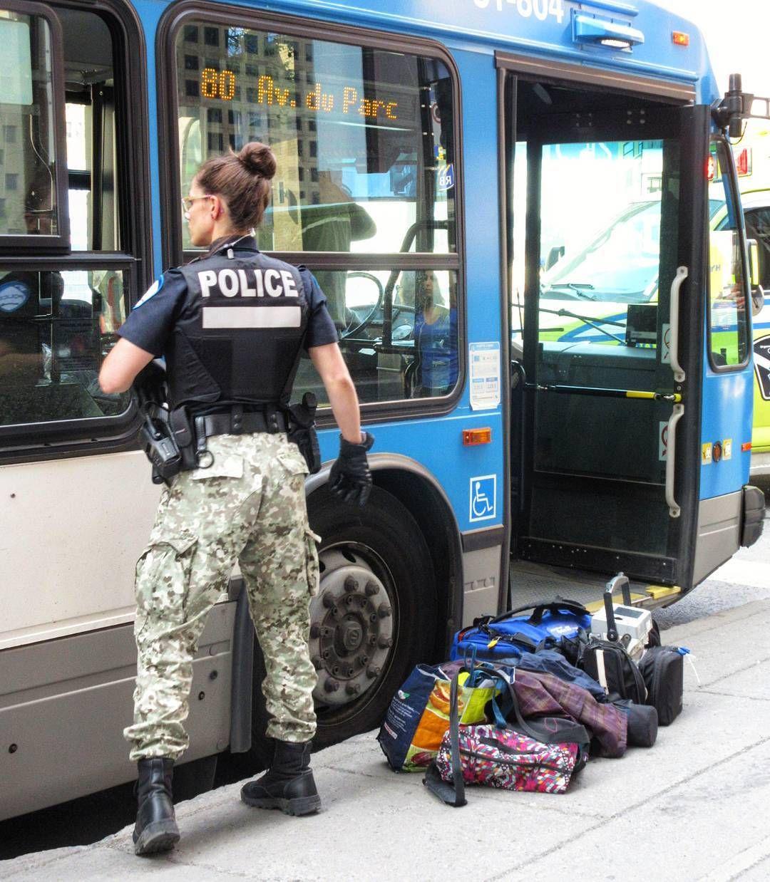spvm service de police de la ville de montr al on scene with a collapsed woman on an stm bus. Black Bedroom Furniture Sets. Home Design Ideas