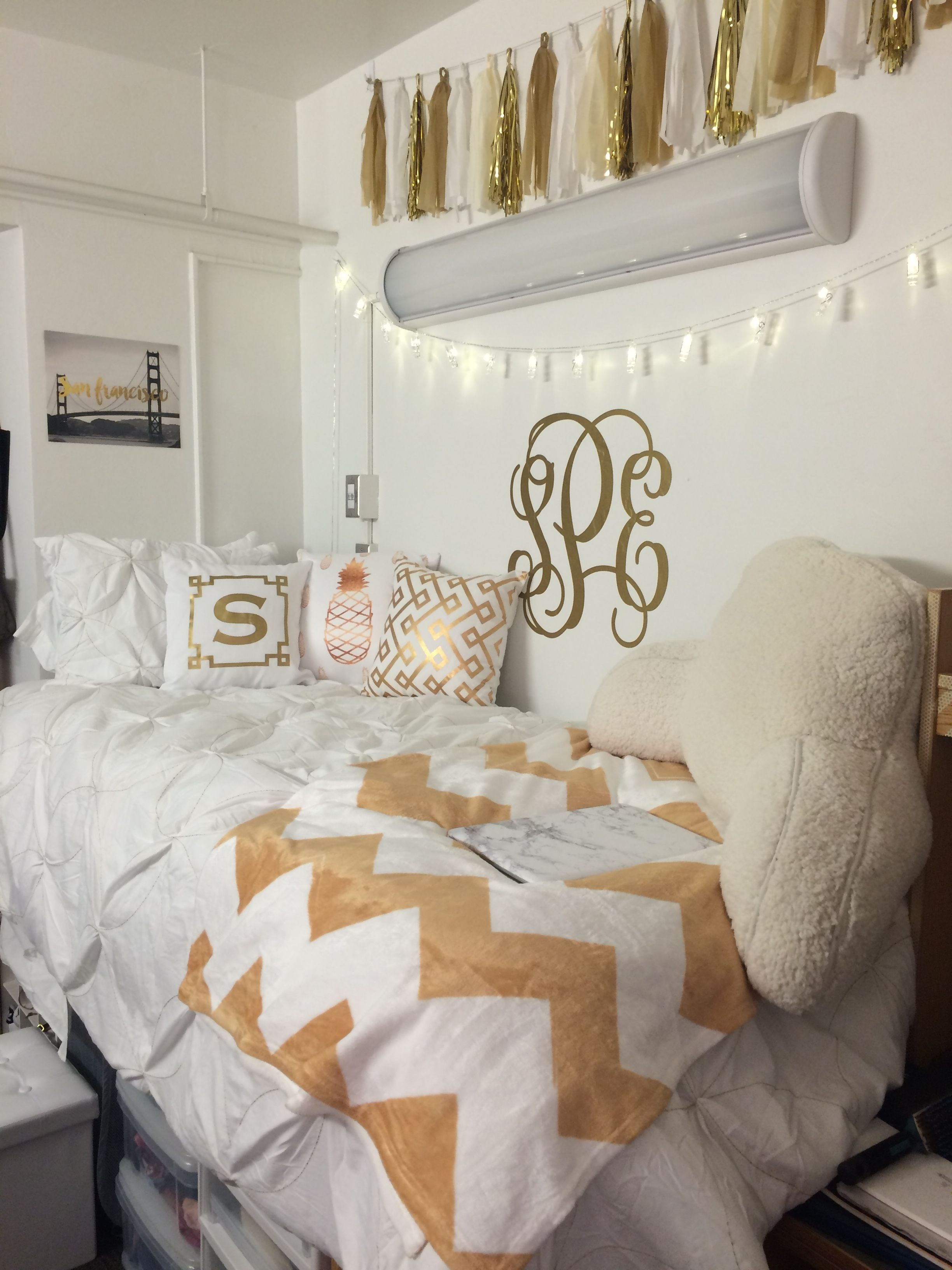 white and gold dorm room university of arizona dorm room preppy dorm room dorm room dorm. Black Bedroom Furniture Sets. Home Design Ideas
