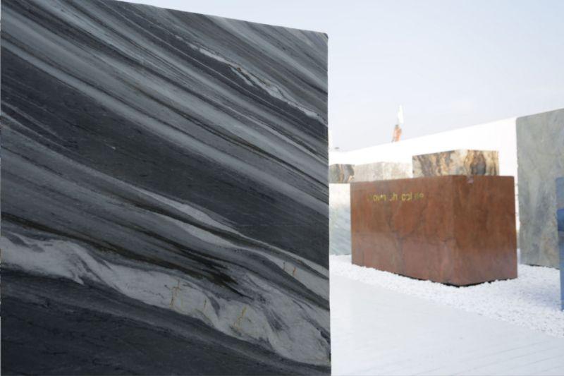 Tagli di pietra grezza e marmo