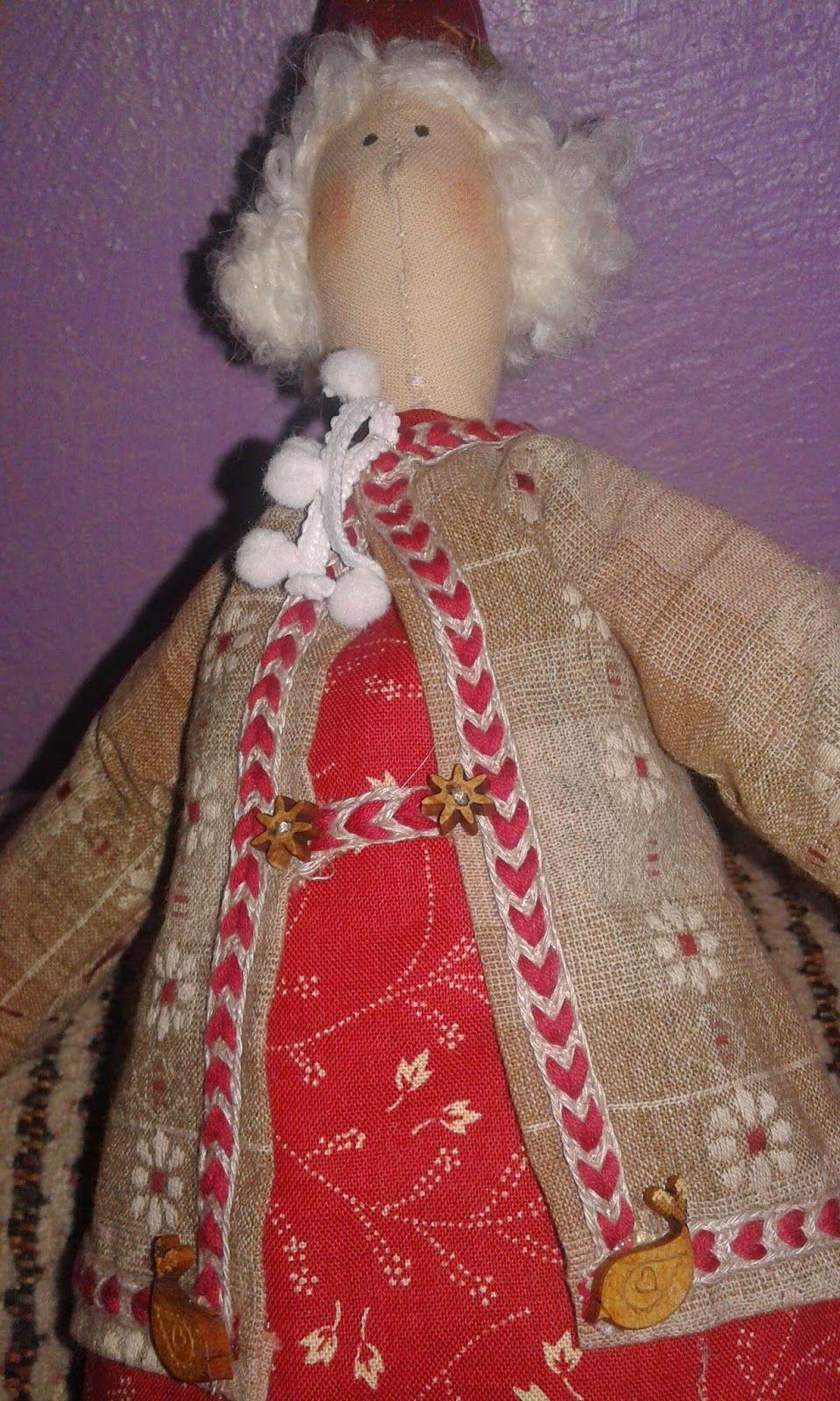 Mamãe Noel Kriska - Linda e com um certo charme provençal, ótima opção para decoração de natal. Seus amigos iriam ficar muito felizes em galha-la de presente.