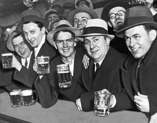 Chicago Tribune   Vintage cocktails, Vintage photography, Photo