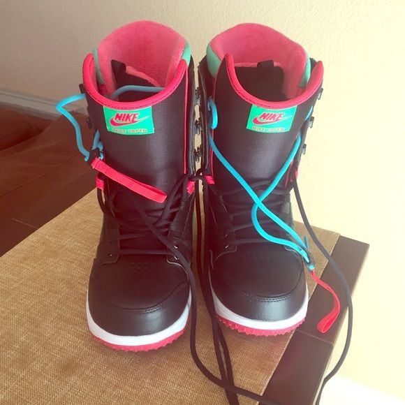 b0864e408ba3 Women s Nike Vapen Snowboard Boots Lightly worn (2-3 times) woman s  snowboard boots. 2015 Nike Vapen Boots. Basically brand new. Retailed for  189.00 last ...
