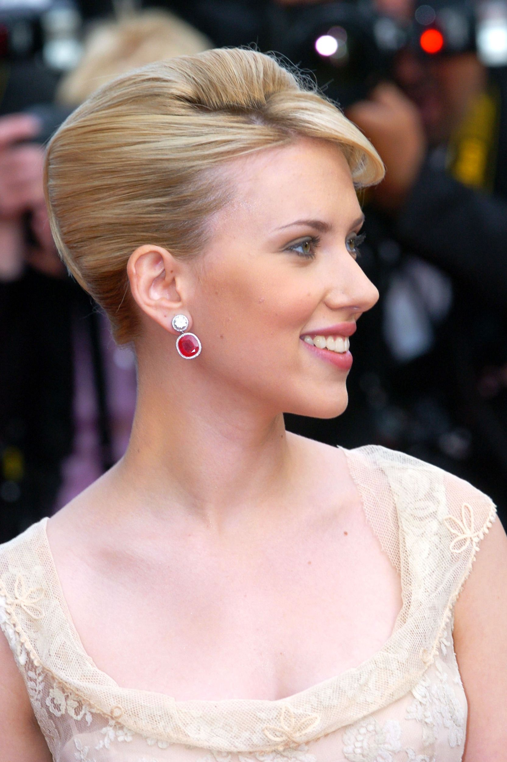 Scarlett Johansson hints marriage to Ryan Reynolds ended because ...
