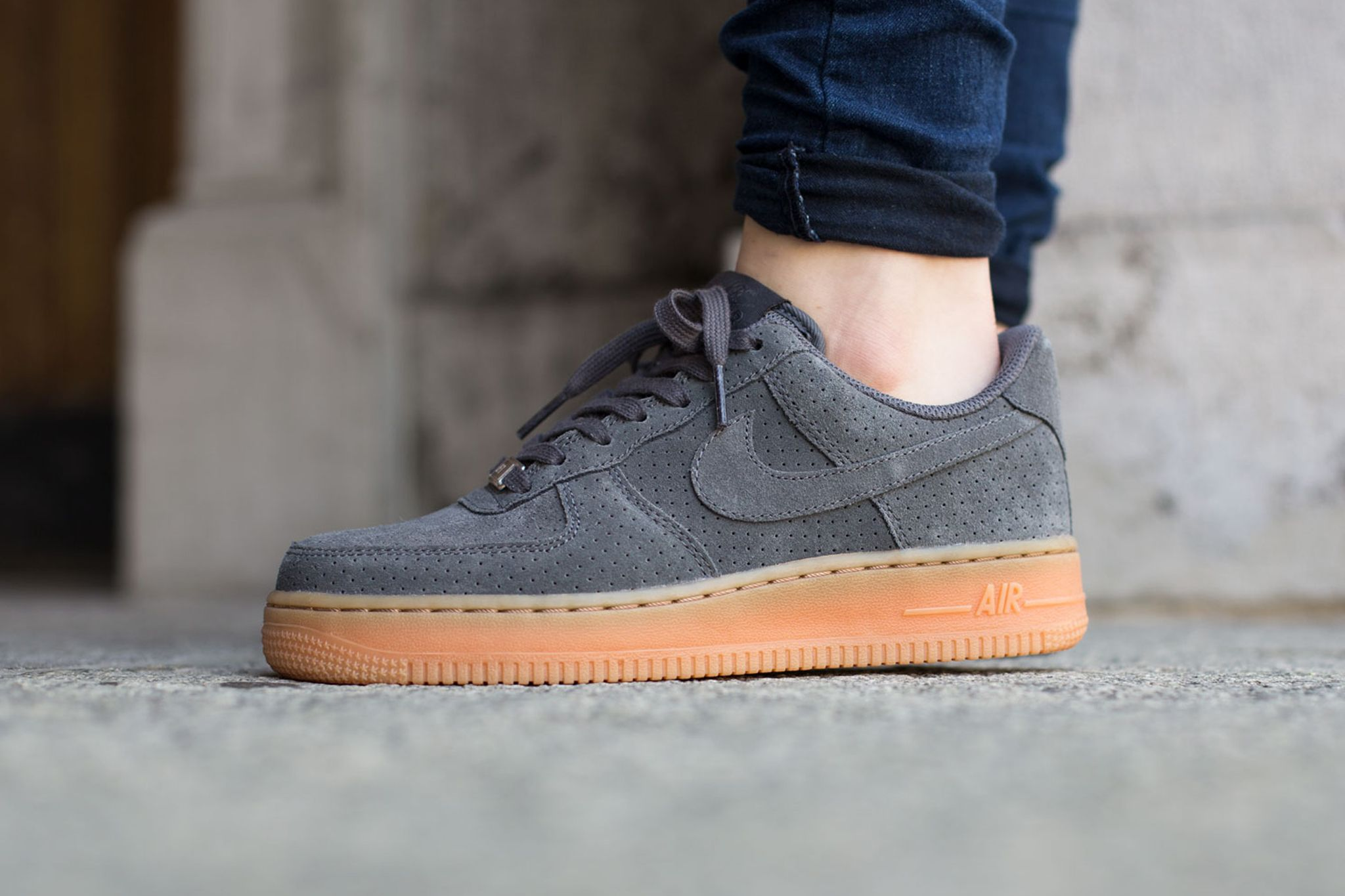 Nike Wmns Air Force 1 07 Suede | Sneakers in 2019 | Schuhe