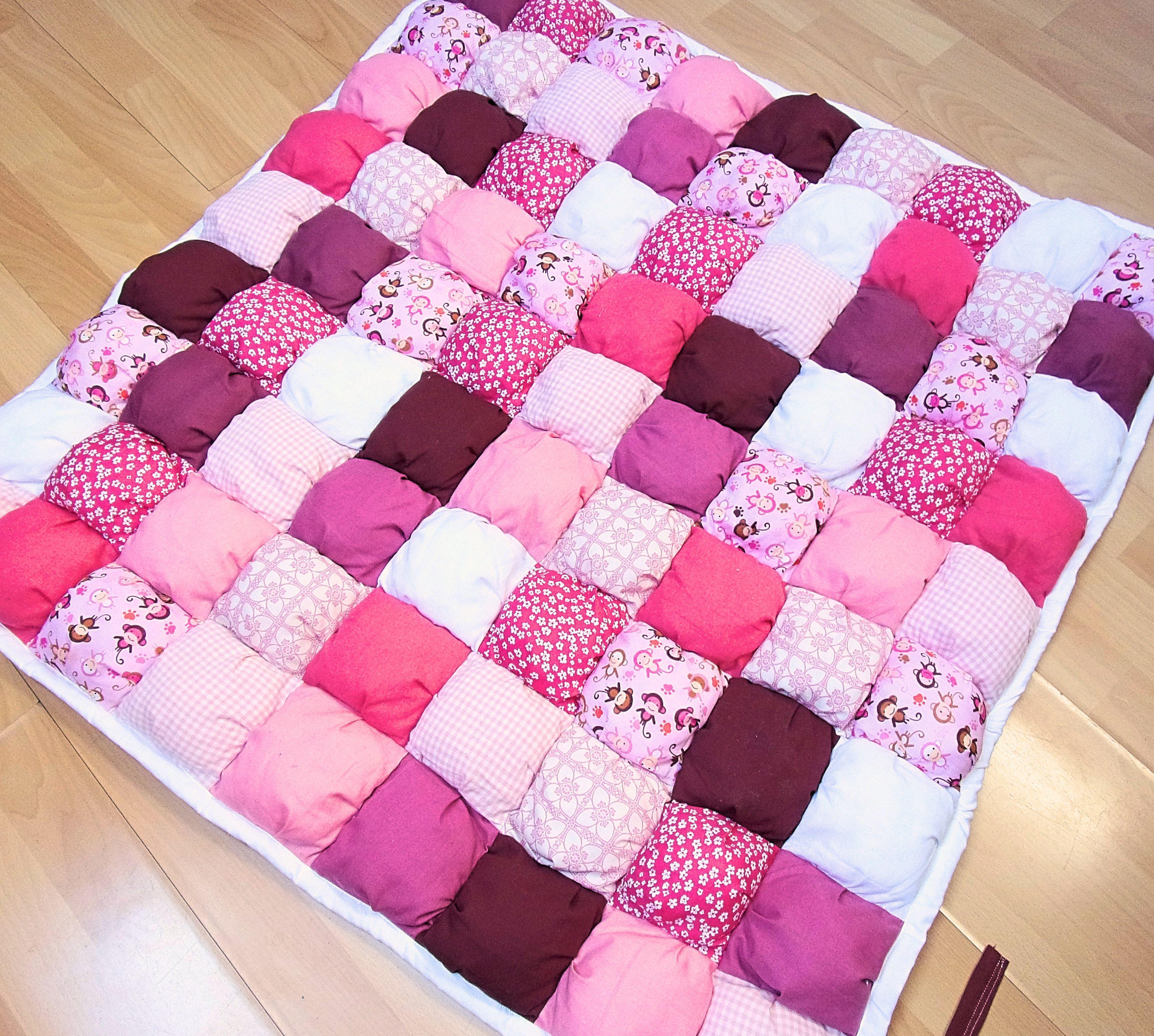 deco chambre fille, puff quilt rose, tapis bébé, tapis de ...