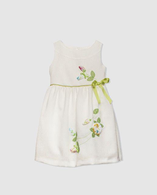 c20ed9f1969 Vestido de niña Torres en blanco con bordado