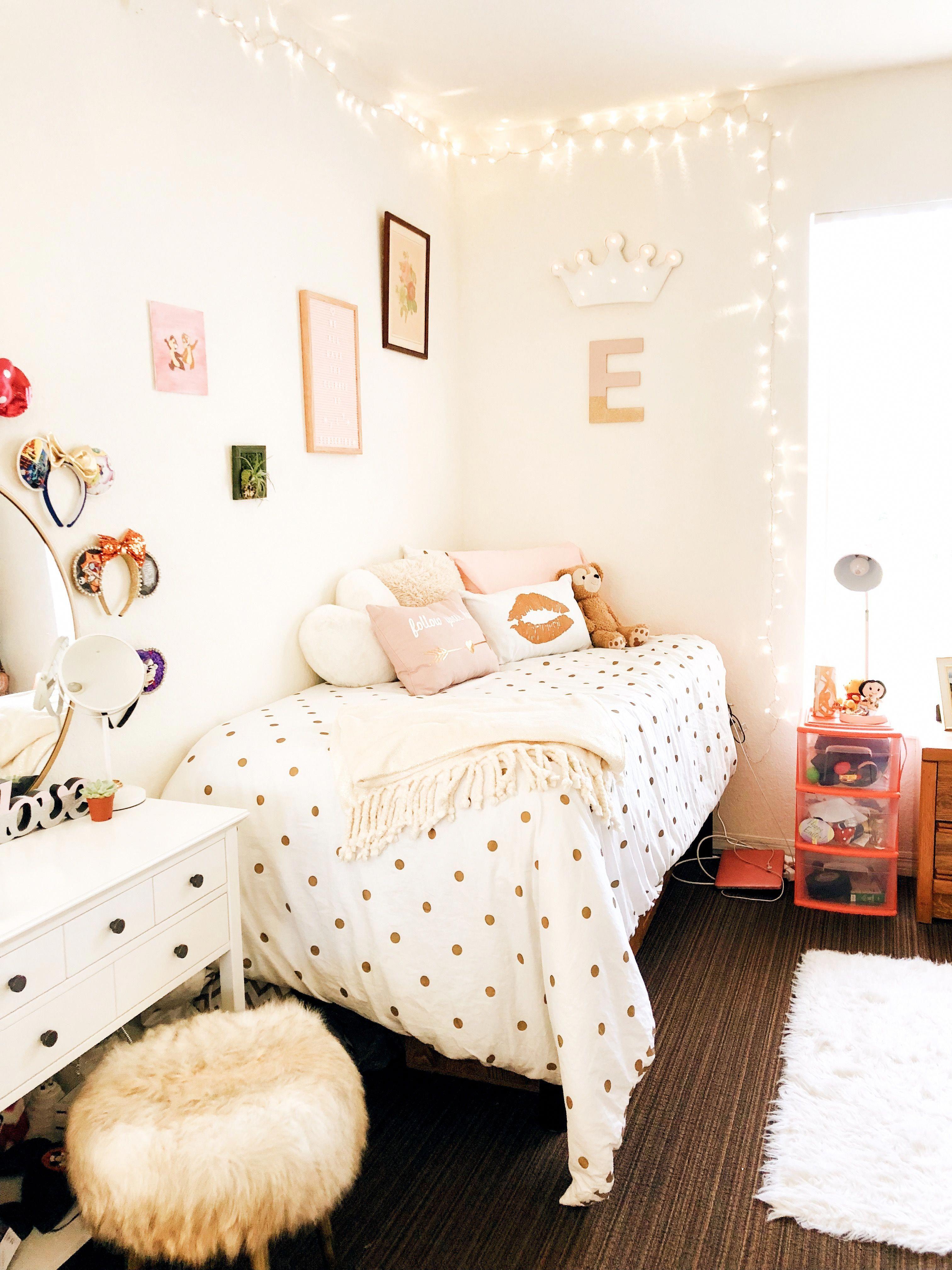 Pin by Alina De Silva on Dream House in 2019 | Disney dorm ...
