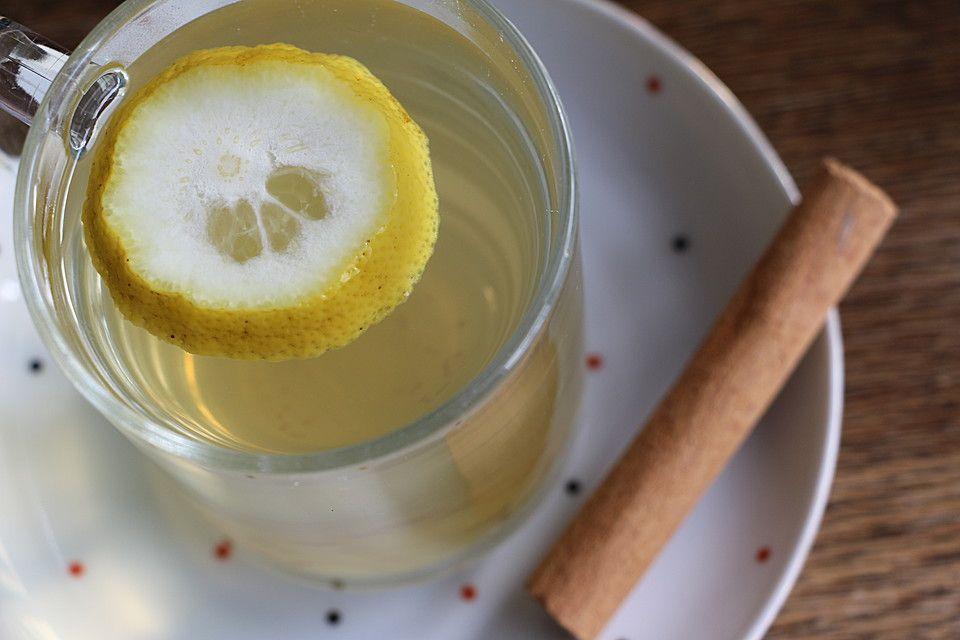 Heiße Zitrone mit Ingwer und Zimt