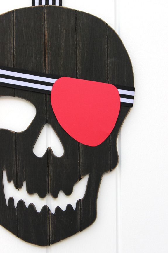 Halloween Door Galore! Love this Pirate Skull. A few new and easy kid friendly  sc 1 st  Pinterest & Halloween Door Galore! Love this Pirate Skull. A few new and easy ... pezcame.com