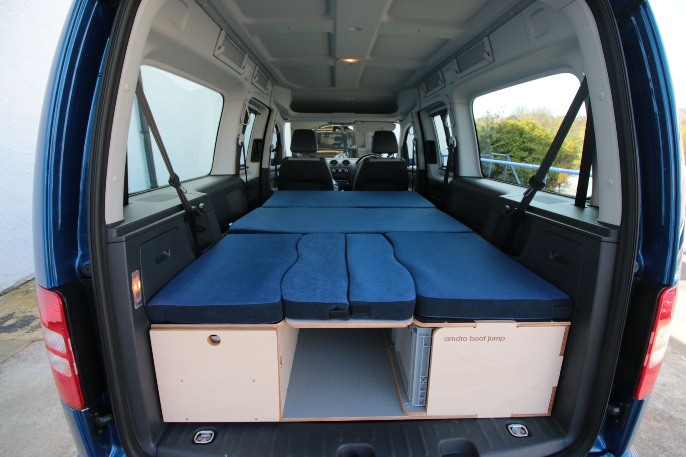 camping box vw caddy maxi vw caddy fold out bed storage. Black Bedroom Furniture Sets. Home Design Ideas
