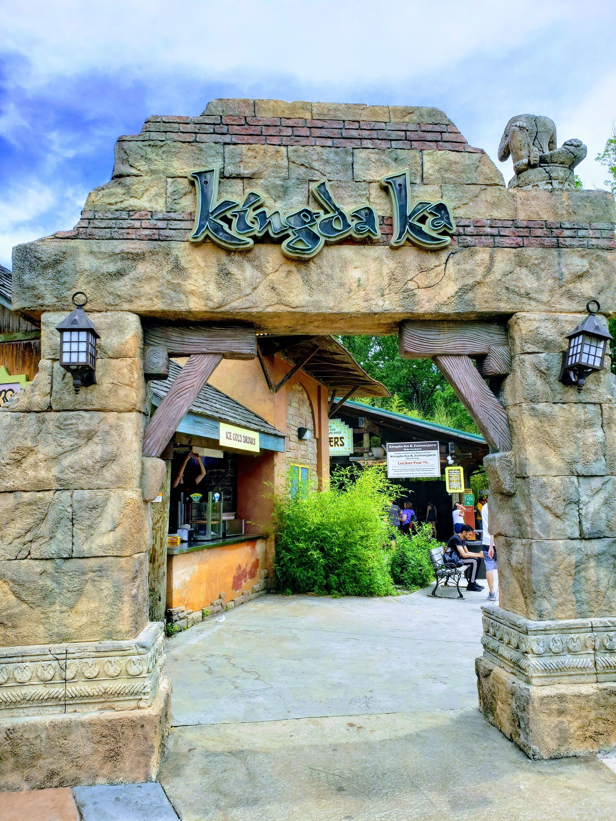 Does Busch Gardens Tampa Have Lockers