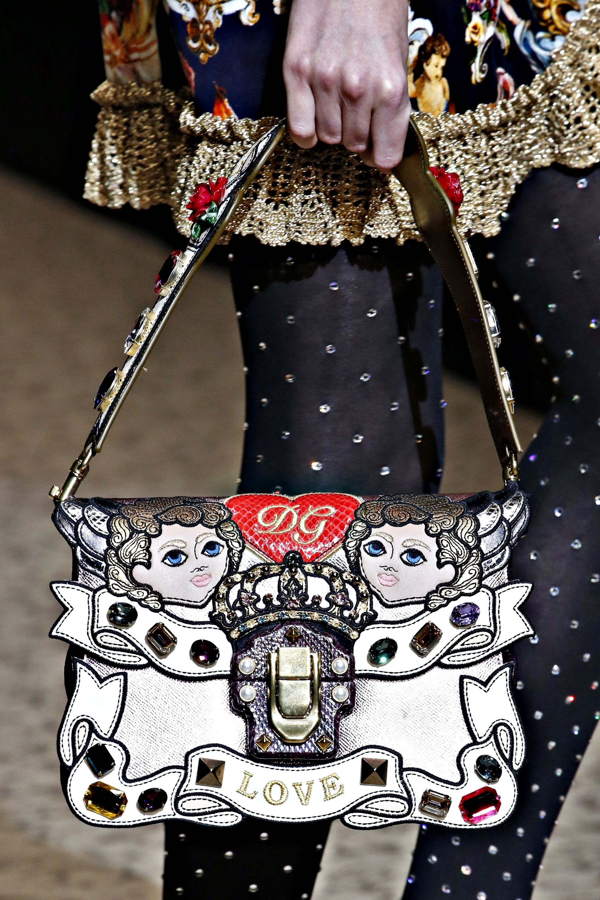 bba2deb80cbd Dolce   Gabbana Fall Winter 2018 -19 .Detail