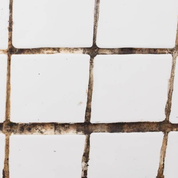 fliesen reinigen die besten hausmittel und tipps life hacks fliesen reinigen badezimmer. Black Bedroom Furniture Sets. Home Design Ideas