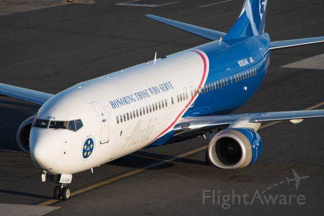 Alaska Airlines Boeing 737 900 Er Registered N265ak In Veterans Livery Taxiing At Boston Alaska Airlines Boeing 737 Boeing