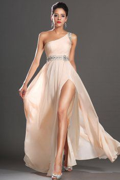 b7ffed5632 Meruňkové plesové šaty na jedno rameno elegantní plesové šaty zaujmou svou  jemností