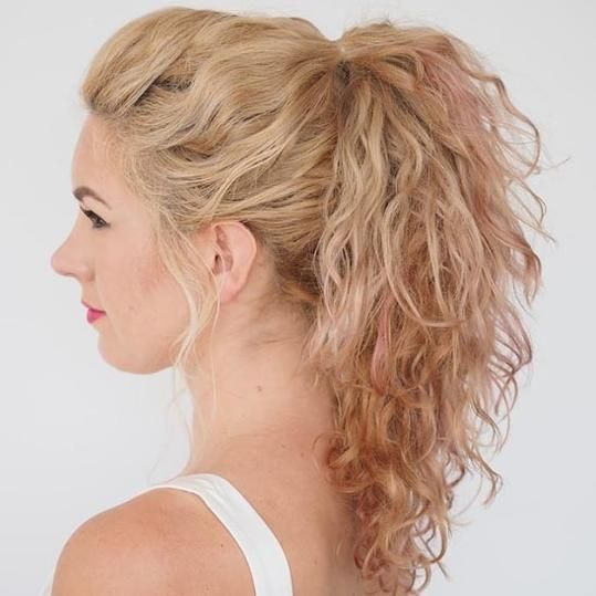 17 Beautiful Ways to Style Blonde Curly Hair Hair romance Curly hair styles Twist ponytail