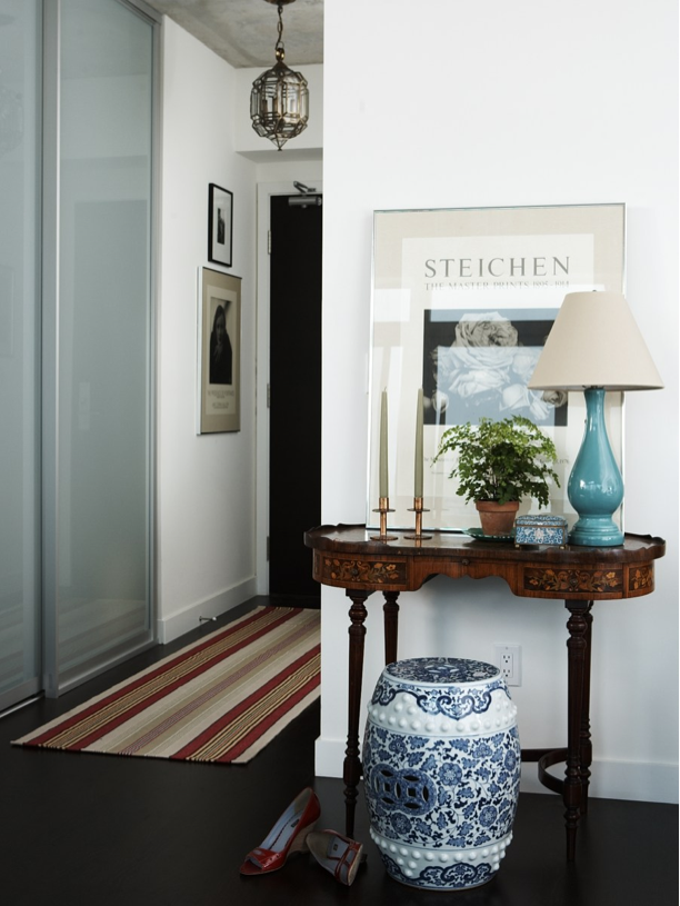 Apartment Foyer Job : Elegant decor for a small space entrance love the table