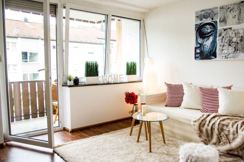 Home #HomeStaging #Wohnzimmer #Wohnzimmergestaltung #Sofa #Kissen ...