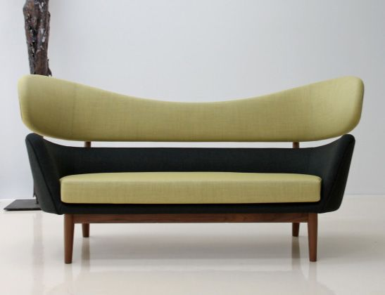 Originally designed by the Danish designer Finn Juhl for the American market in 1951, combines stylish Baker sofa beautiful design with comfort. With its strong wooden frame and Kashmir Conveniently upholstery, the sofa proving not only visually class, but also provides them opportunity once to unwind. A modern look is highlighted mainly by the padded body of the seat. Make her interior perfectly and select the Baker sofa in a color of your choice.