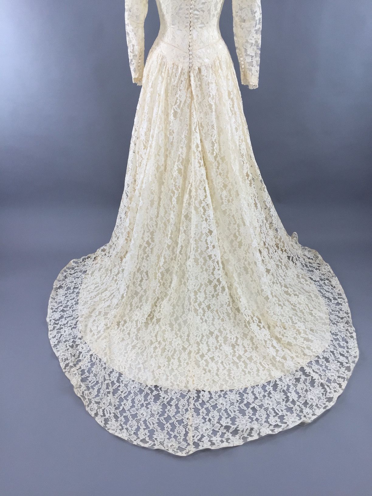 1950s Vintage Ivory Lace and Satin Wedding Dress   Ivory, Satin and ...