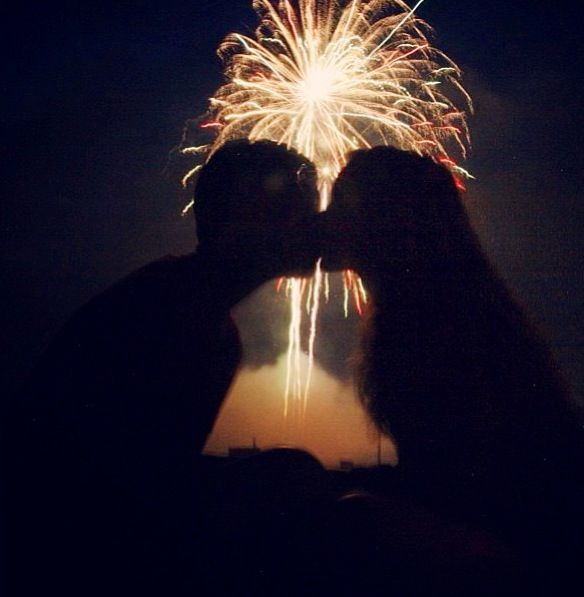 Kiss Someone I Love On New Years Eve New Years Eve Pictures New Year Pictures New Year S Kiss