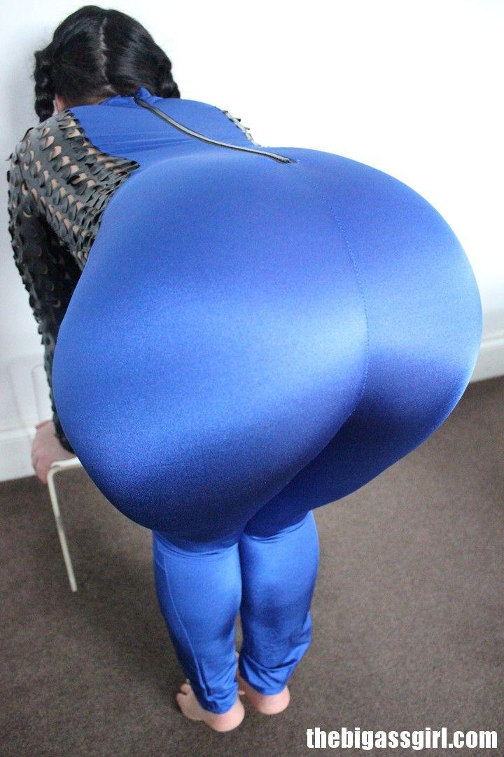 Big round ass brunette can not