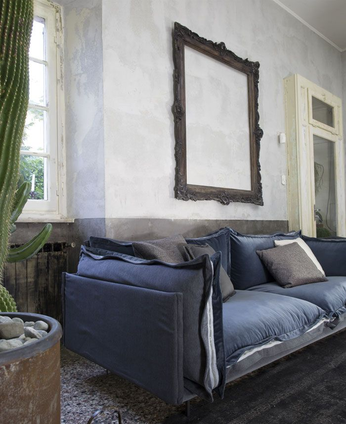 Wondrous Modern Leather Italian Sofa With Built In Zipper Chair And Bralicious Painted Fabric Chair Ideas Braliciousco