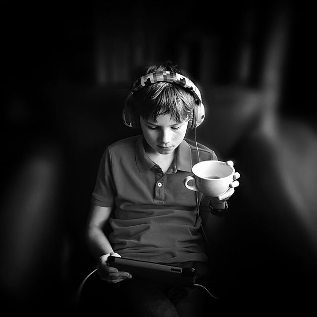 Charlie. iPad and a cup of tea. Sorted!  @childrenphoto #ourchildrenphoto @shootermag #shootermag @igersleeds #igersleeds #iphone6s