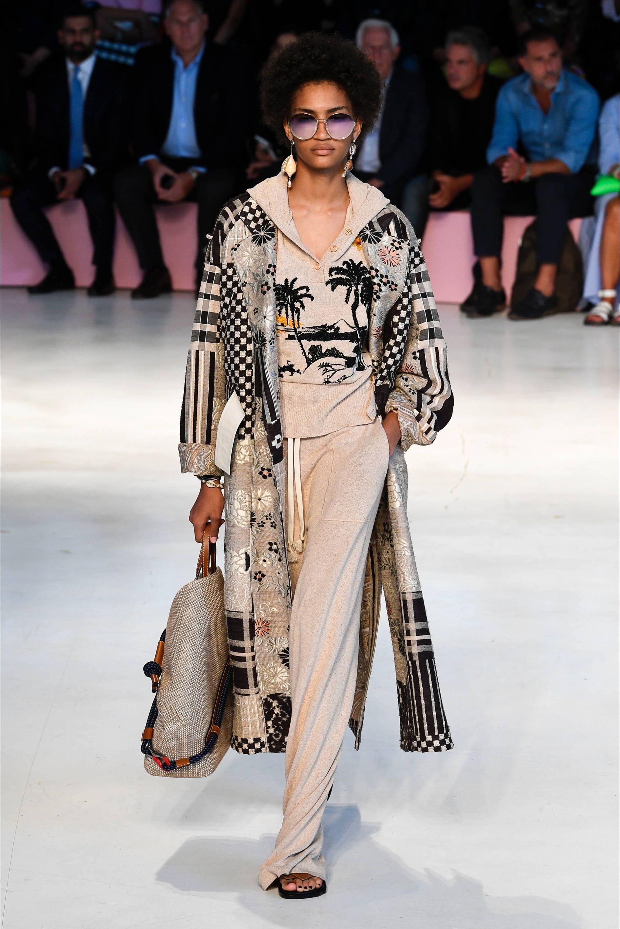 673faea585 Sfilata Etro Milano - Collezioni Primavera Estate 2019 - Vogue   E ...
