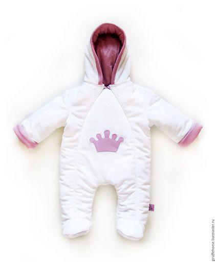 Купить или заказать Комплект для новорожденного 'Принцесса' в интернет-магазине на Ярмарке Мастеров. Самая нарядная выписка и прогулки! В комплект входит - Утепленный комбинезон. . Трикотажный комплект (боди, шапочка, штанишки и царапки). Может быть выполнен в другой цветовой гамме.