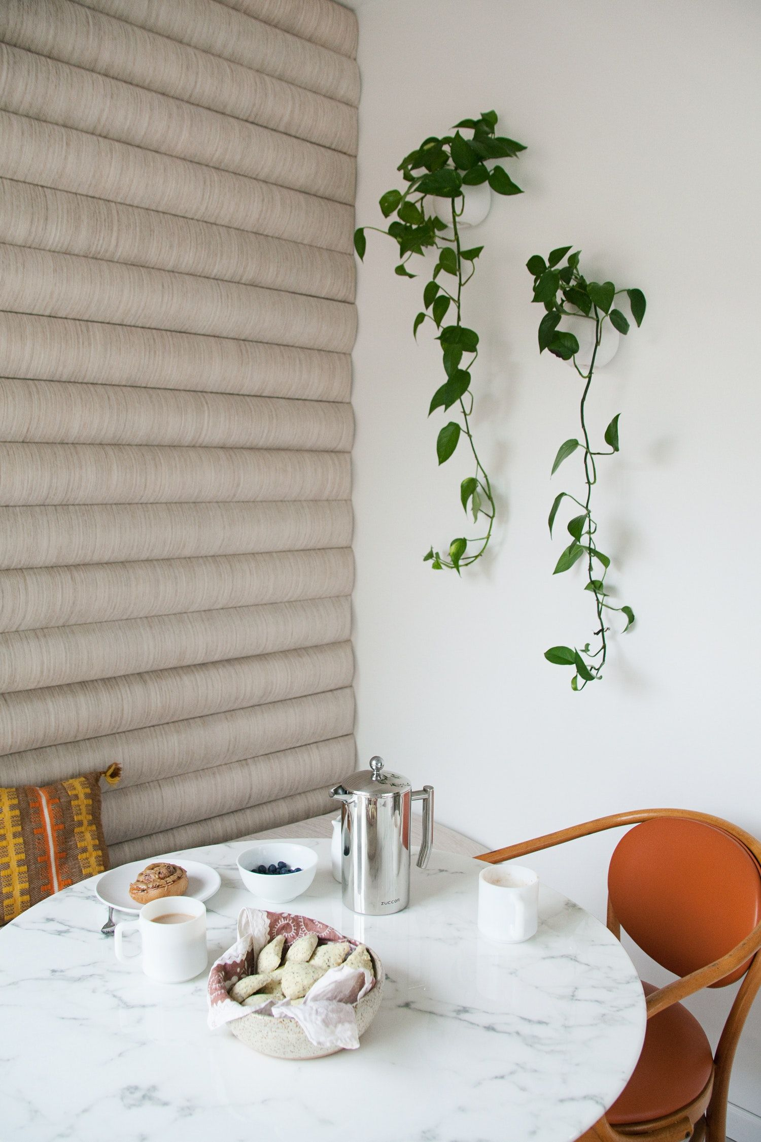 This remodeling hack adds major warmth to your walls banquettes