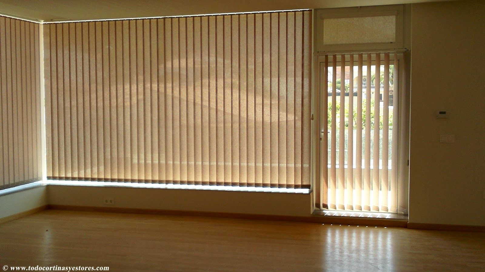 Decoracion interior cortinas verticales estores for Puertas enrollables
