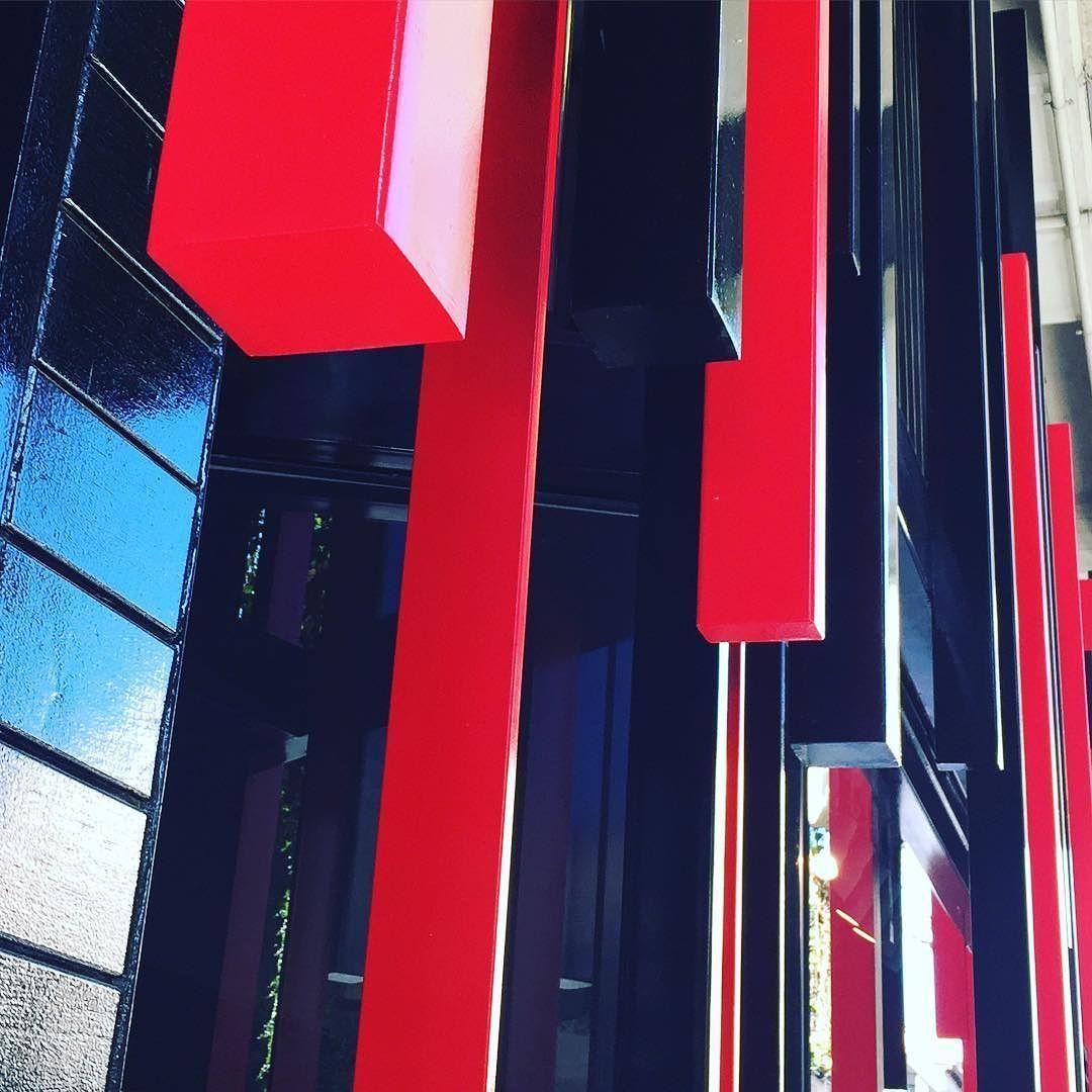 Detalles de fachada #aceroin #joaquintorres #architecture #structure #color #malasaña @acerojoaquintorres by maria_alonso_carro