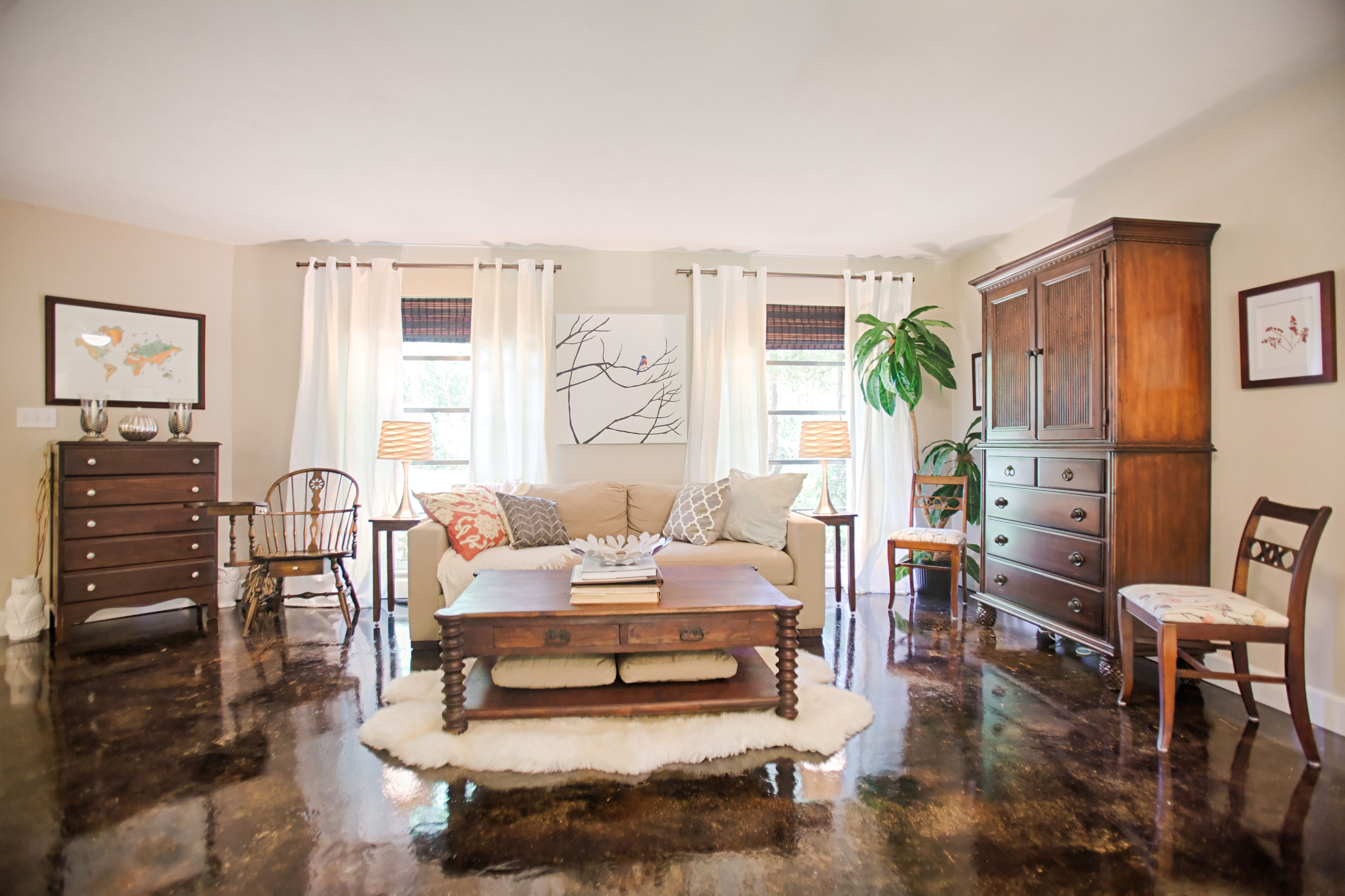 The living room painted benjamin moores cedar key is decorated with secondhand furniture