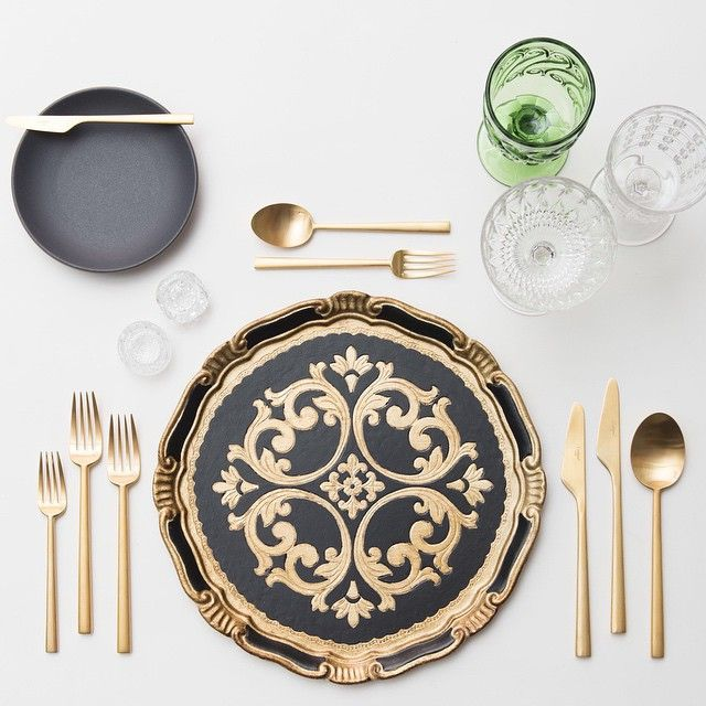 This Placesetting Is To Die Gold Charger Champagne: Tabletop, Place Settings Panosundaki Pin