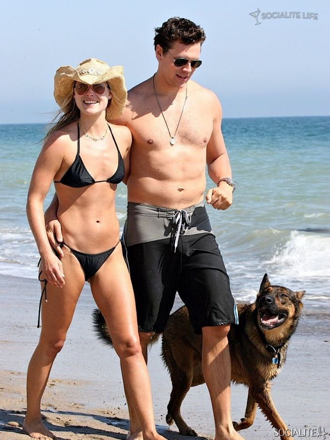 Ali Lartner And Hayes Macarthur Play On The Beach With Their German Shepherd 8 German Sheperd Dogs German Shepherd Smooth Fox Terriers