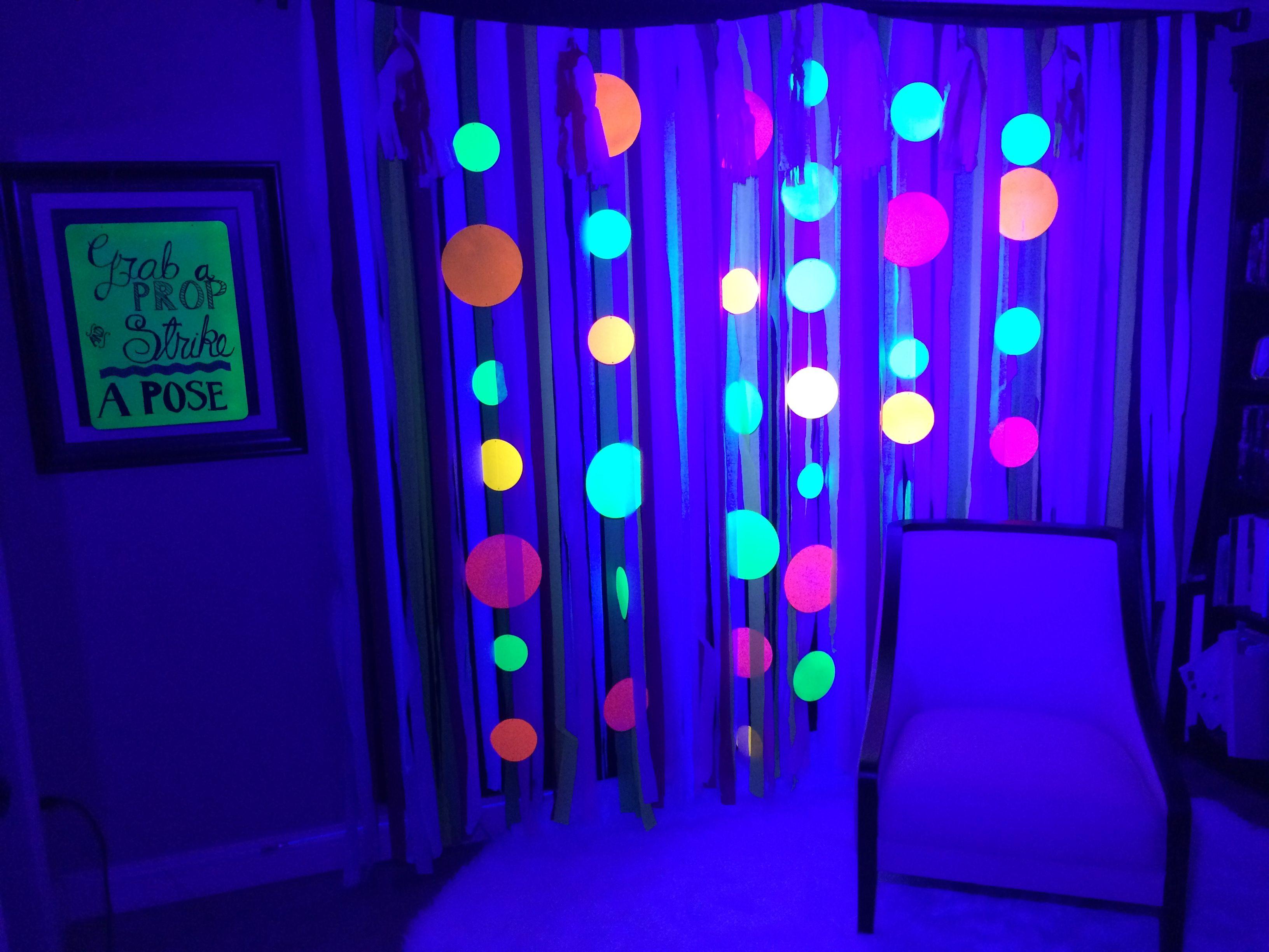Glow in the dark PHOTO BOOTH Glow Run Pinterest Photo booth - glow in the dark halloween decorations