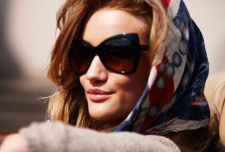 Rosie Huntington'ın tercihi Tom Ford Nico modeli her rengiyle Gözlük Parkı'nda