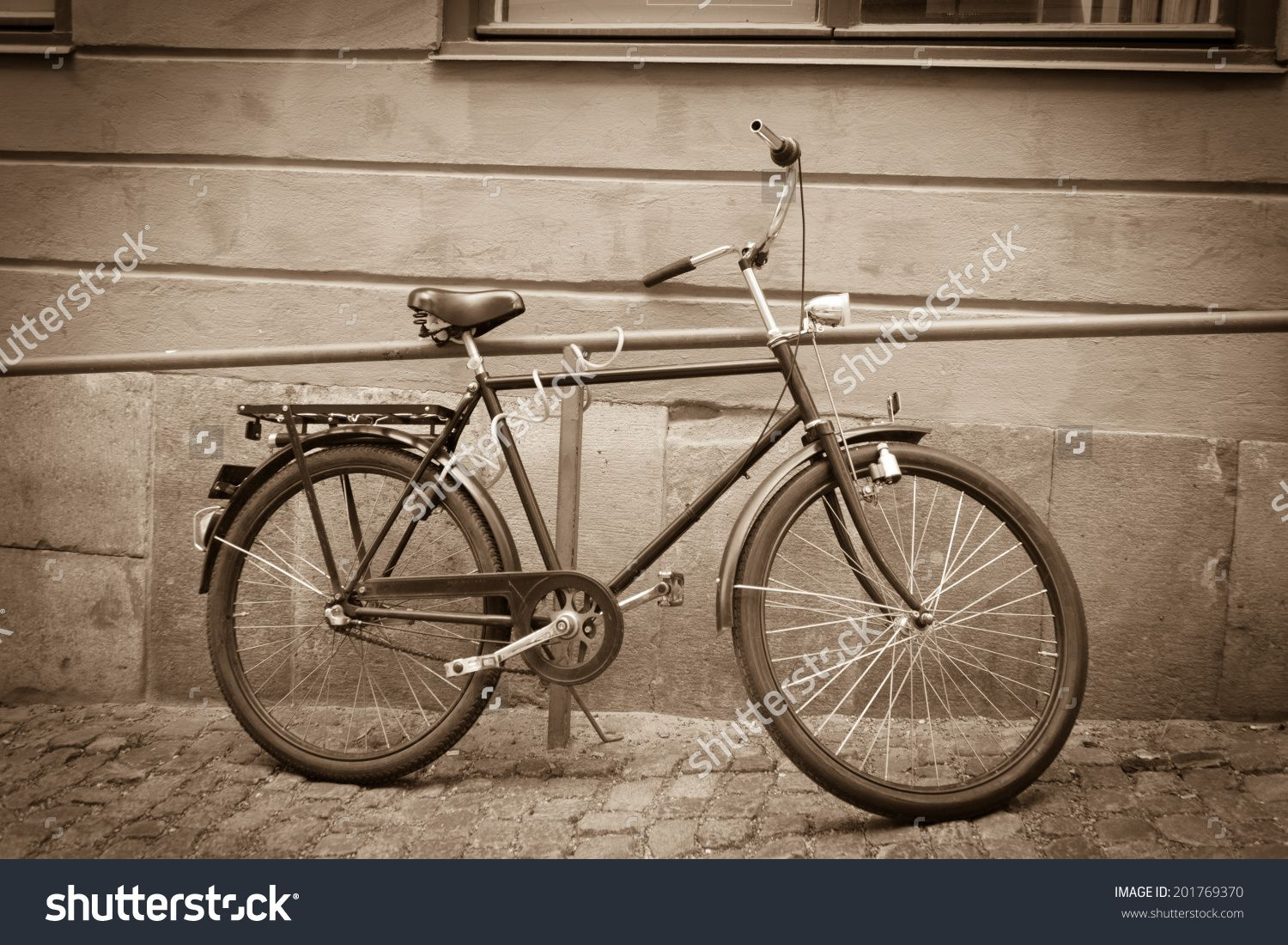 http://www.shutterstock.com/pic-201769370/stock-photo-classic-vintage-retro-city-bicycle-in-stockholm-sweden.html?src=z1Js5wc…