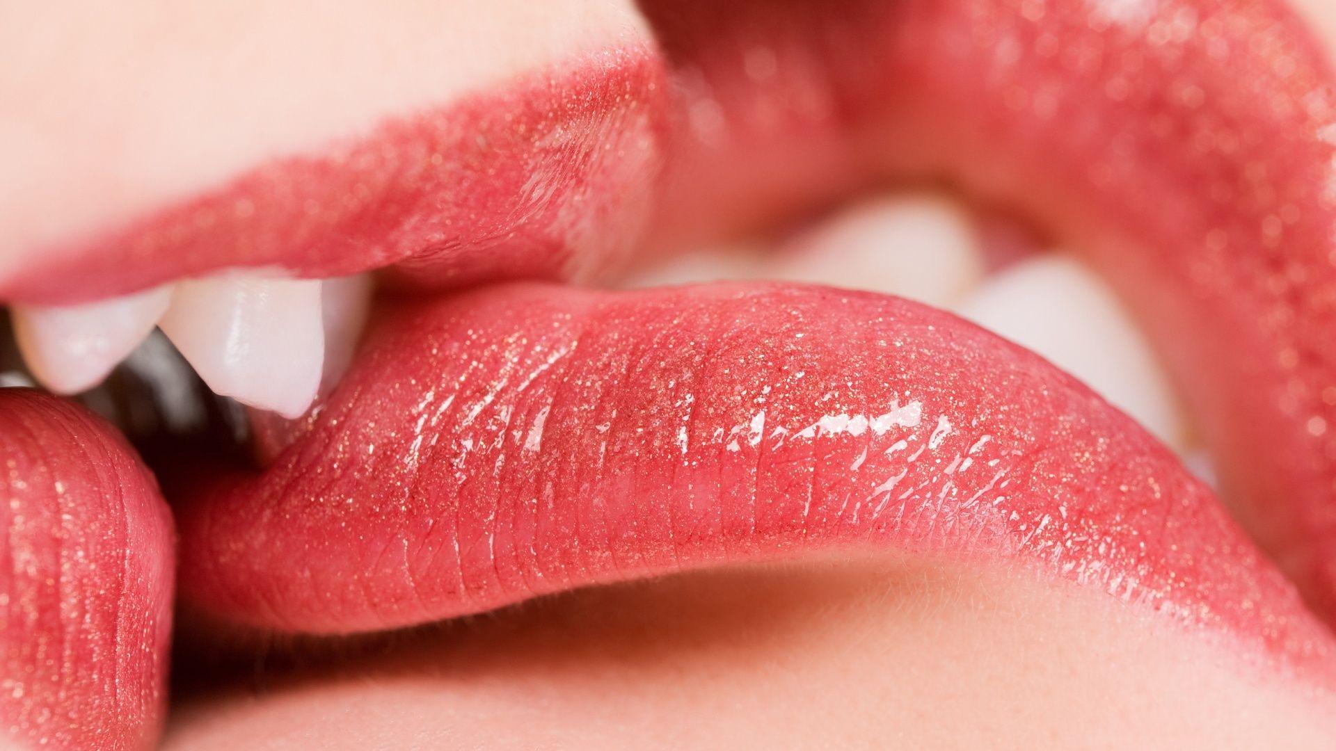 Sfondi mobili ~ Lip kiss wallpapers http: www.nicewallpapers.in wallpaper lip