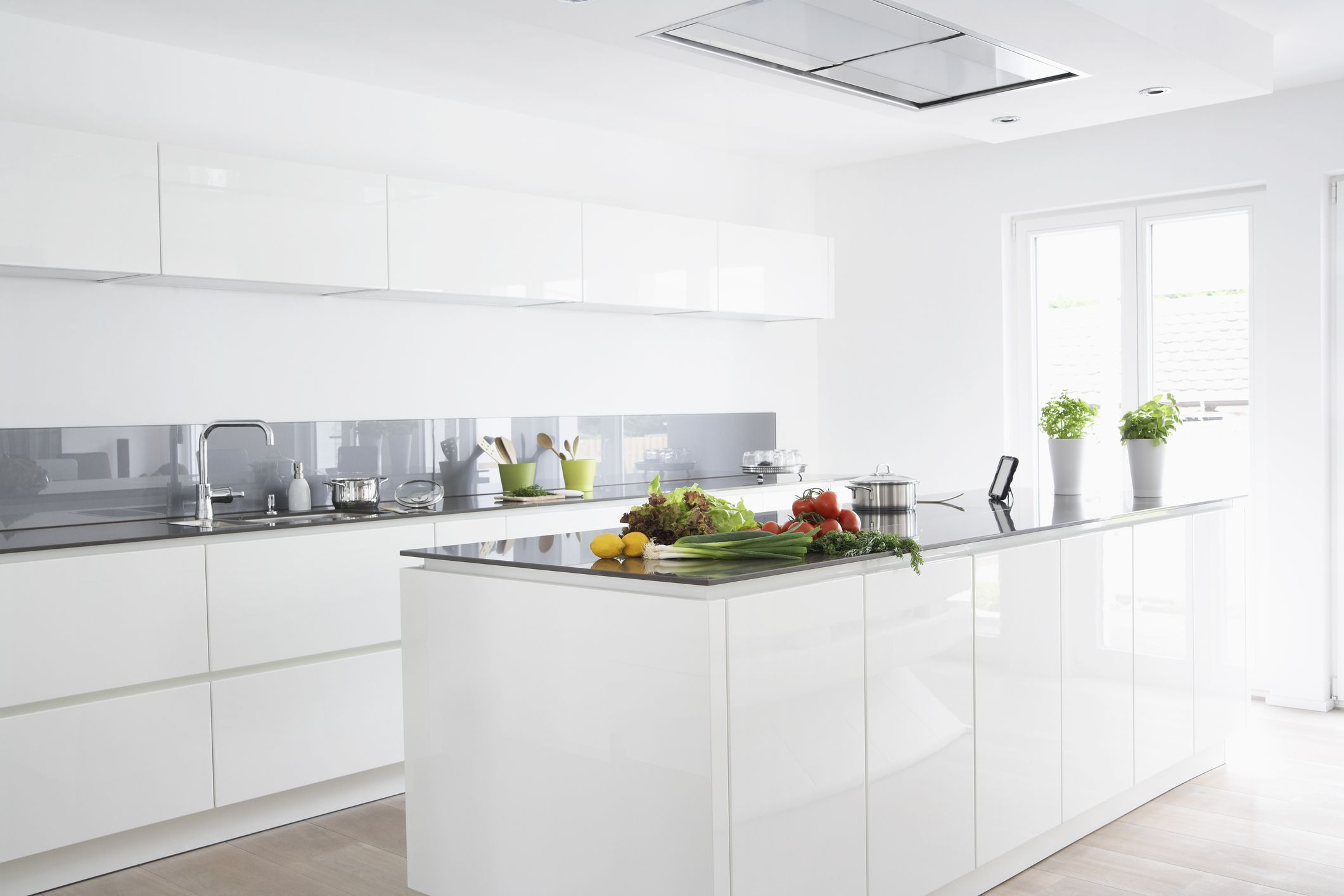 How To Choose The Best Feng Shui Colors For Your Kitchen With