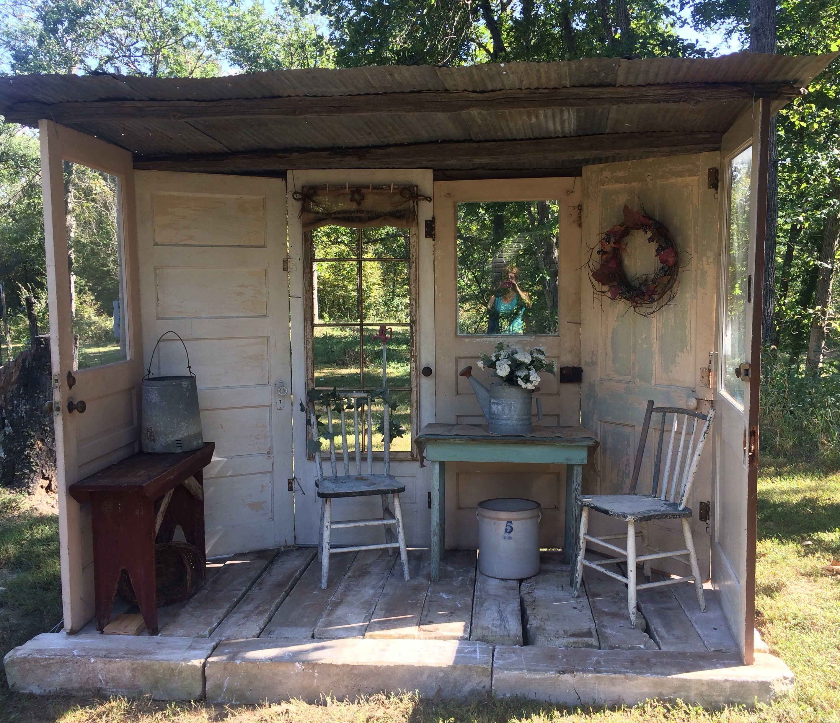 Photo of Repurposed dører gjør en flott liten frittstående veranda #rusticporchideas Repur …