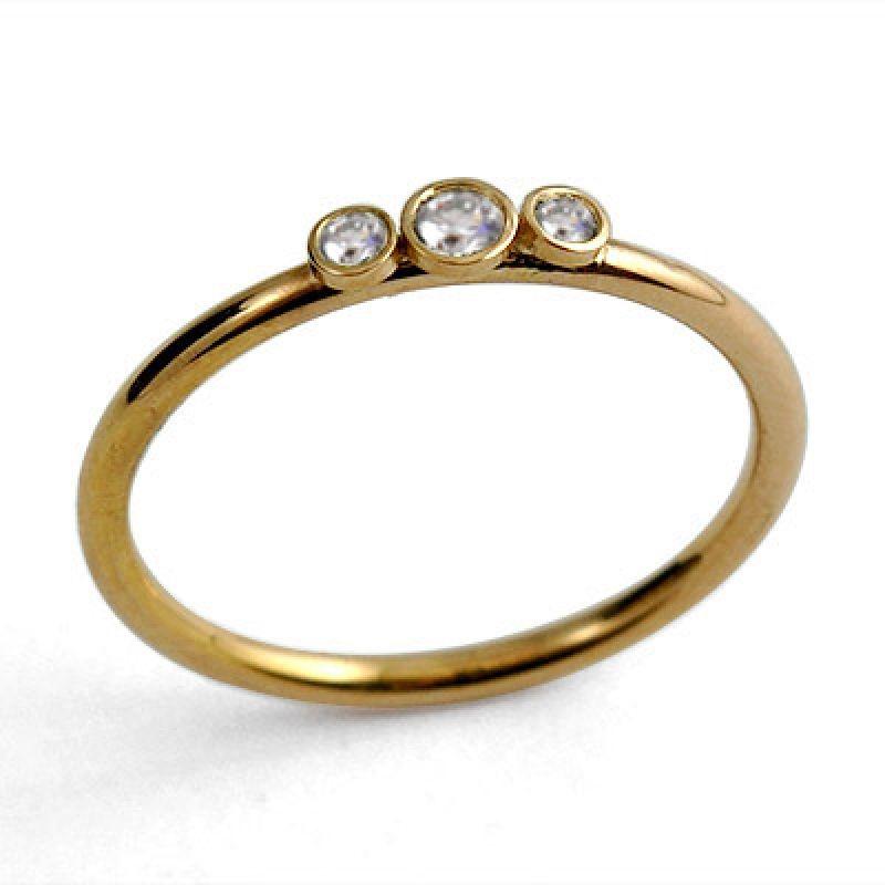 ring med tre diamanter